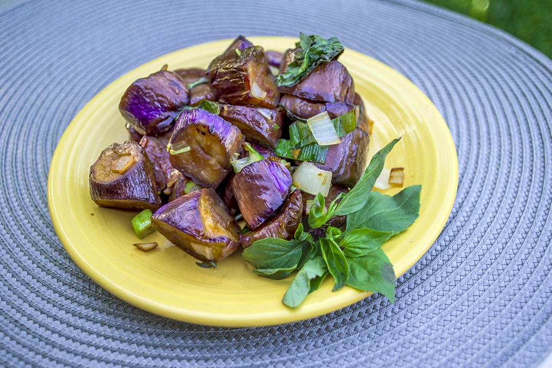 Eggplant Stir-fry with Basil | 塔香茄子